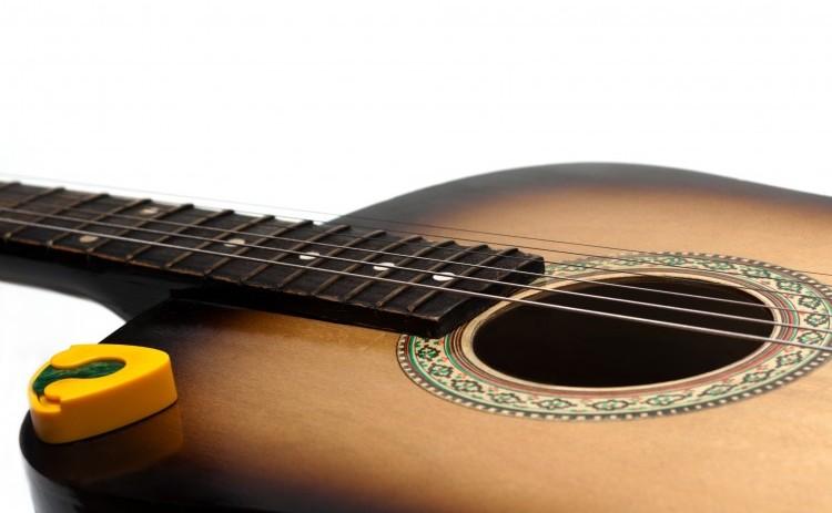 Guitar. Nærbillede af akustisk guitar
