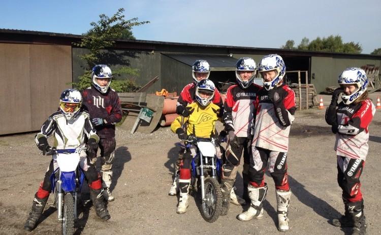 Motocross. Gruppe af motocross kører